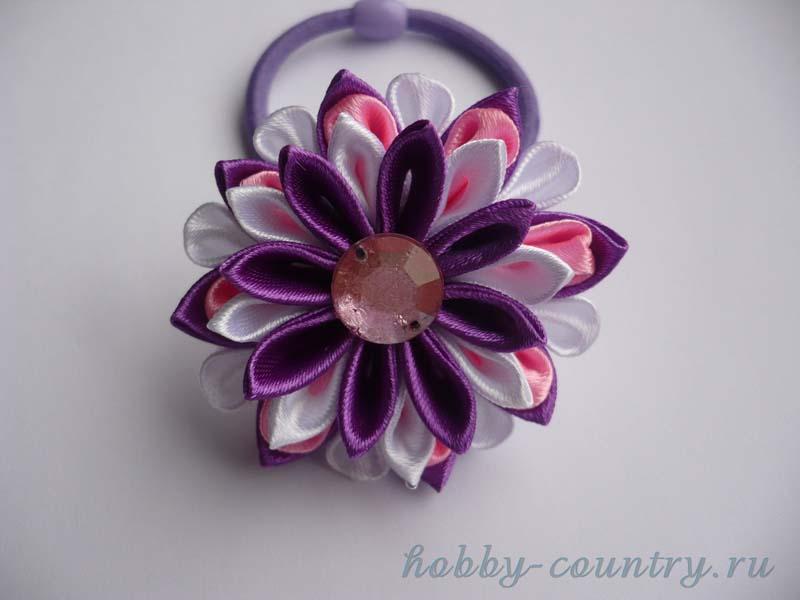 резинка для волос с цветком из атласных лент
