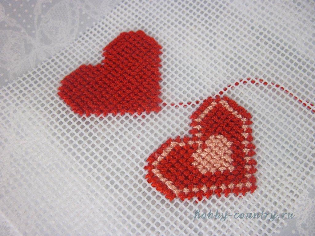 вышивка по пластиковой канве сердечко