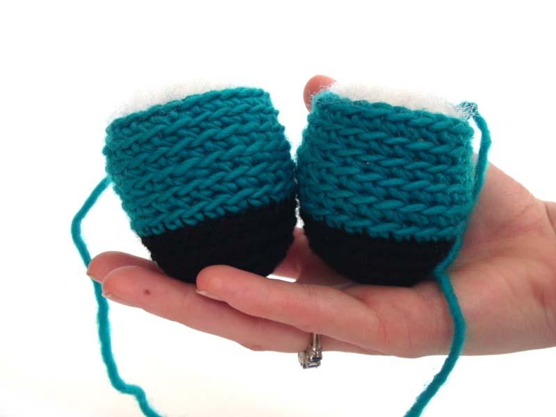 как пришить вязаной игрушке лапы пошагово