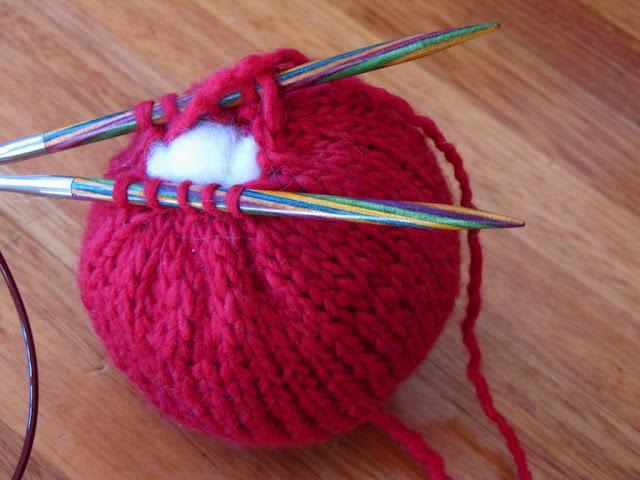 вязание игольницы в виде яблока