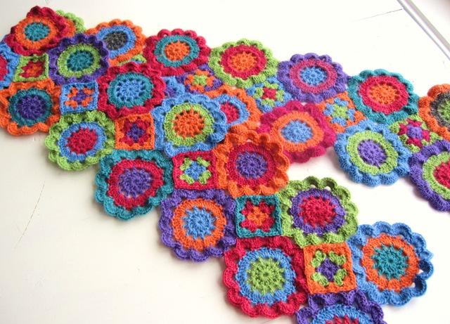 как связать шарф из мотивов цветок