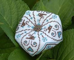 схема для вышивки игольницы бискорню