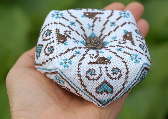 бискорню два цвета птички схема для вышивки