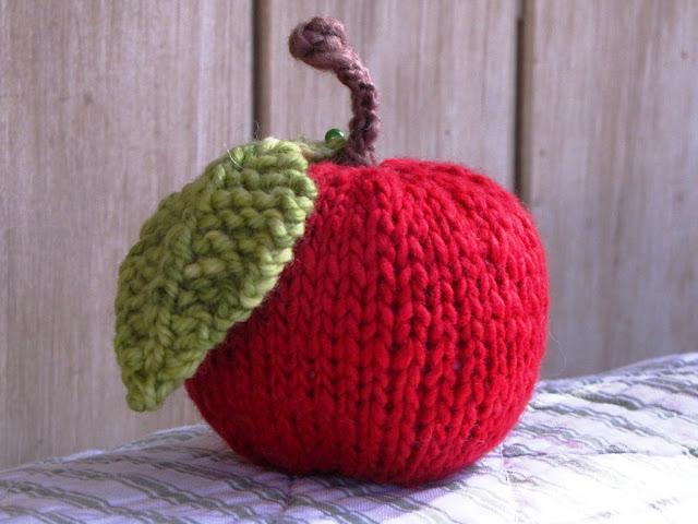 игольница яблок спицами вязание по кругу