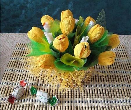 как сделать букет из конфет тюльпаны