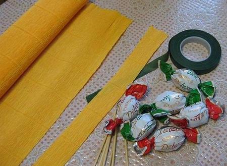 тюльпан из конфет