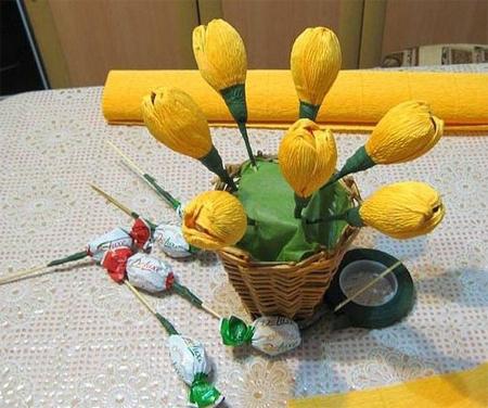 между цветами и конфетами