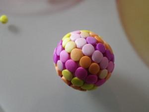 разноцветная мозаичная бусина из полимерной глины