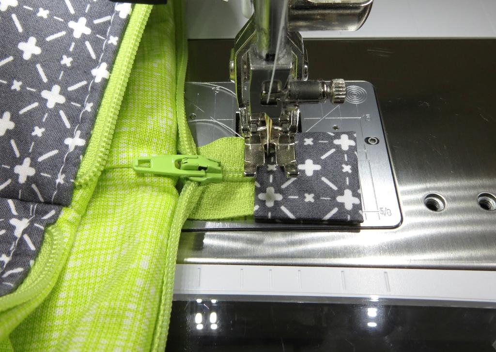 обработка края молнии в сумке