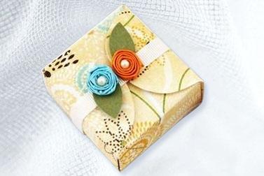 коробка без склеивания украшенная цветами