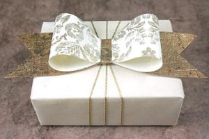 бумажный бант для декора подарка своими руками