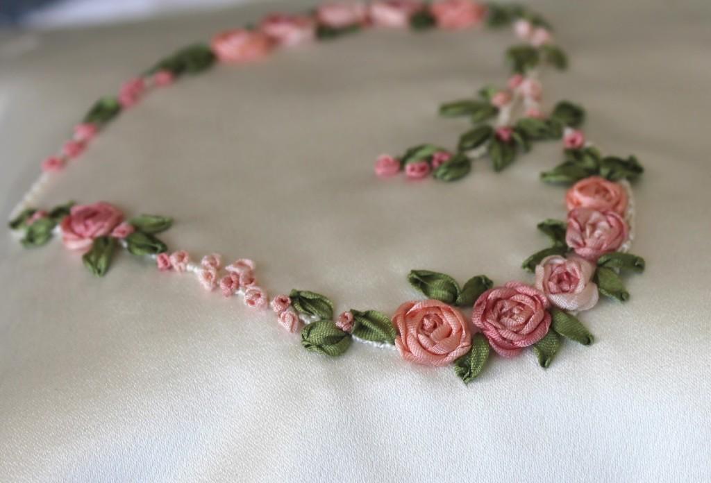схема для вышивки лентами сердце розы