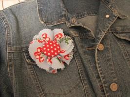 брошь цветок из ткани пошагово