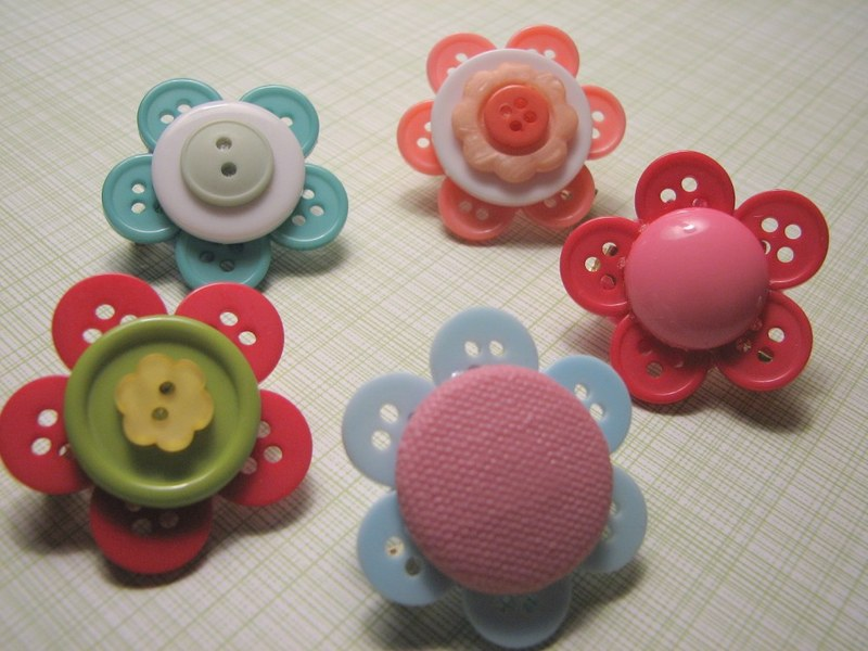 резиночки для девочки из пуговиц