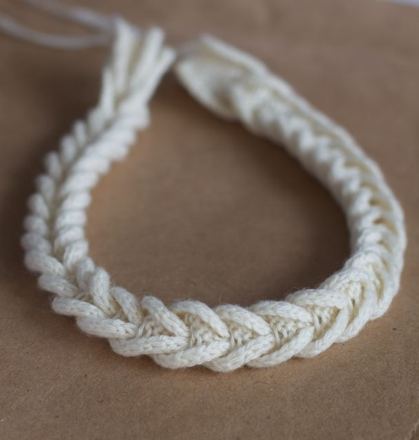 как сделать браслет вязанная косичка