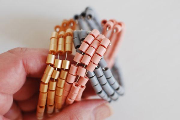 легкие браслеты из бисера