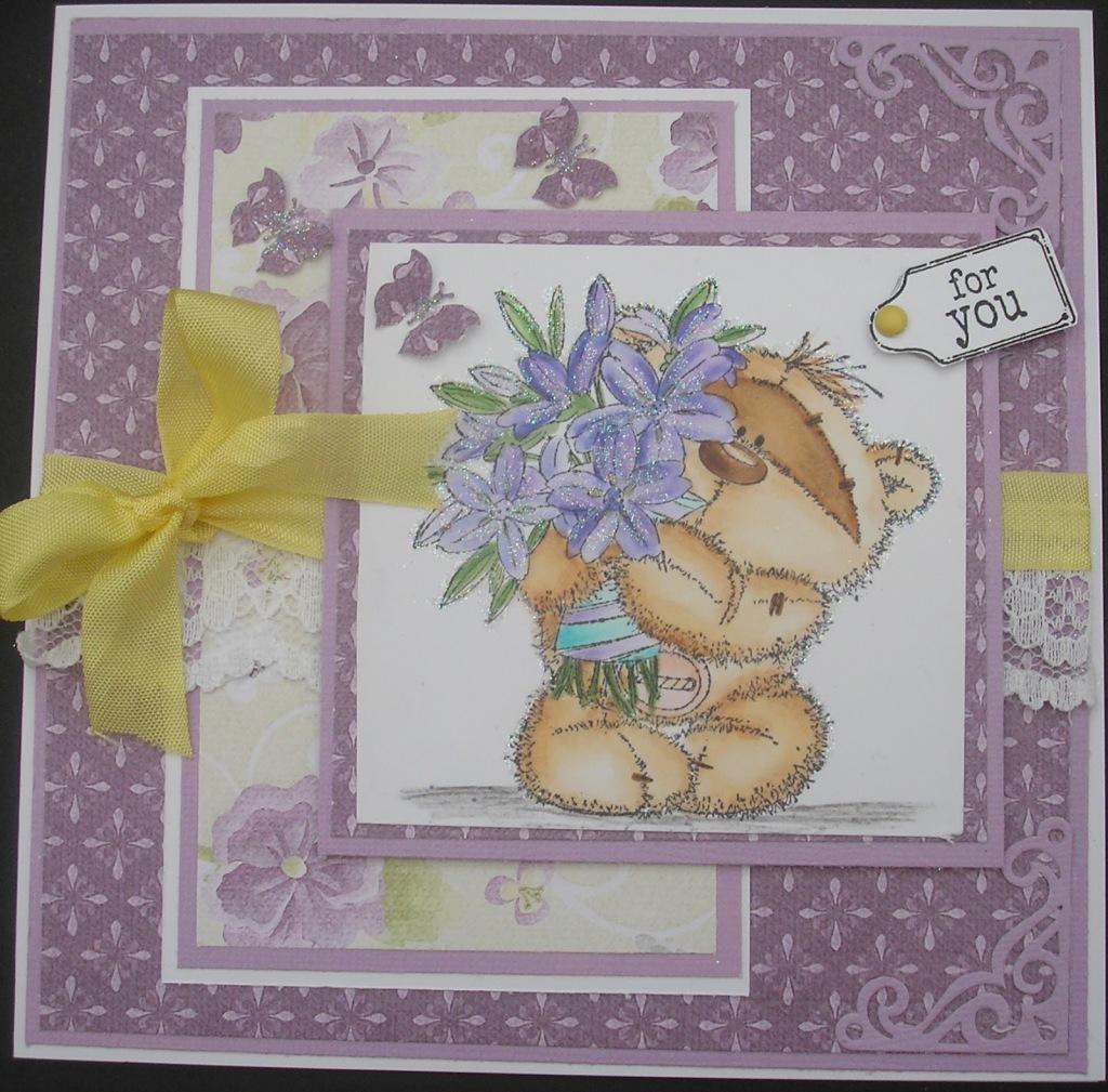 мишка с цветами открытка