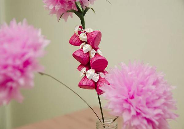 гофрированные цветы с конфетами