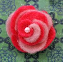 Двухцветные розы из фетра