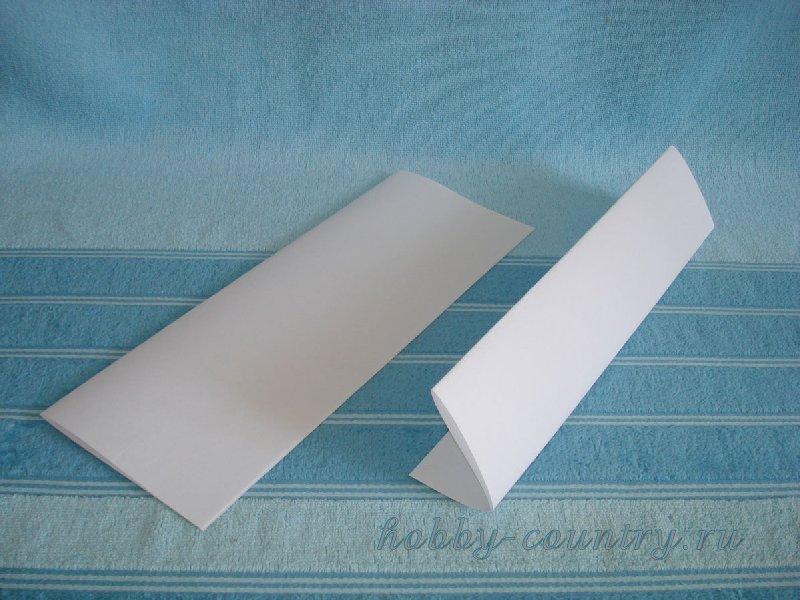 букеты из бумаги и конфет в корзинке