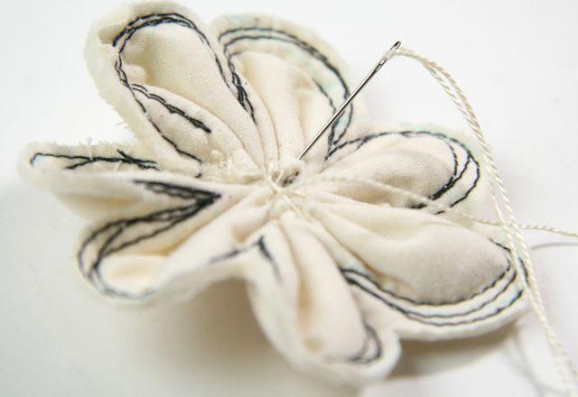 изготовление цветов из ткани своими руками