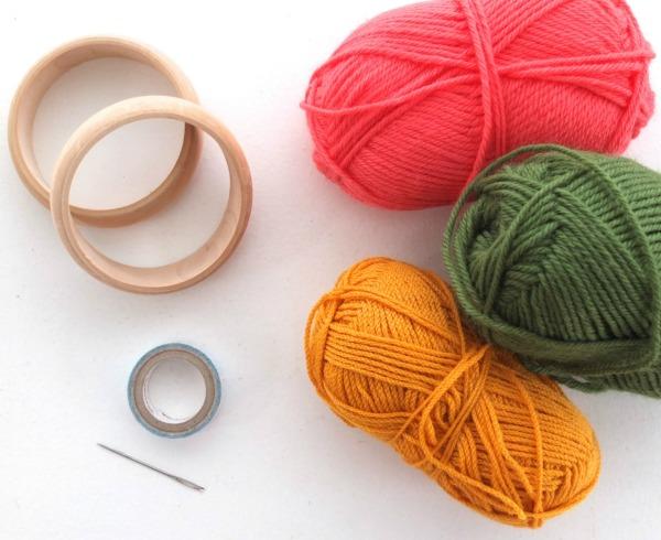 как сделать шапку из пряжи без вязания