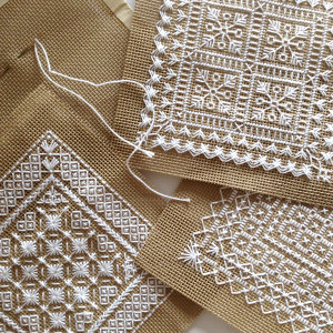 вышивка монохром подушки